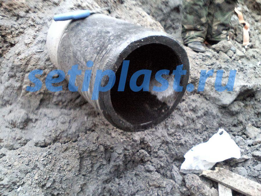 Вода в ремонтируемой трубе