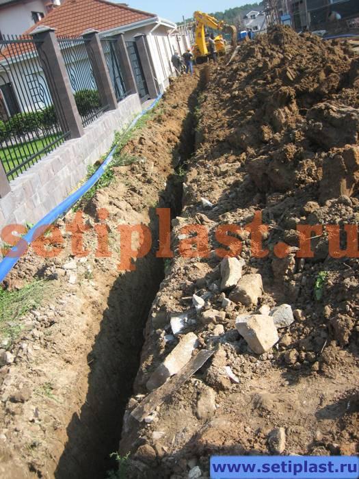 Копание траншеи водопровода