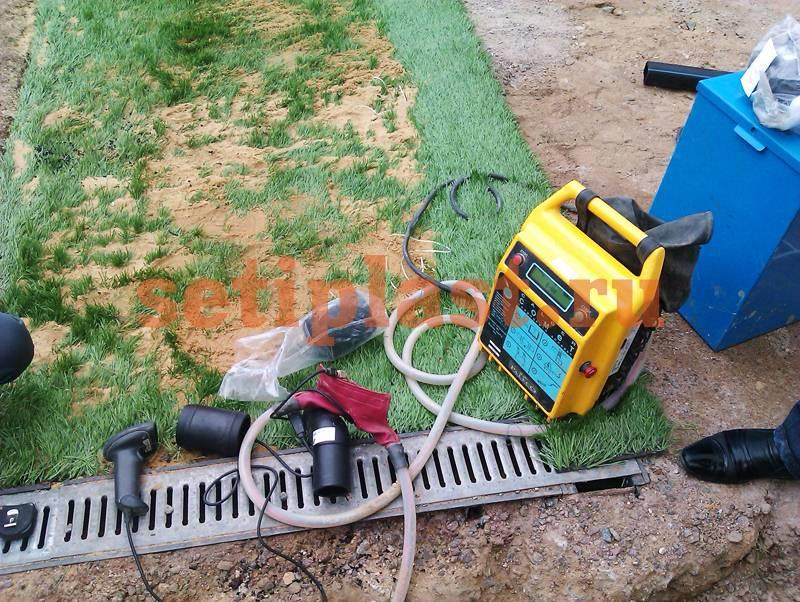 Оборудование на кромке поля