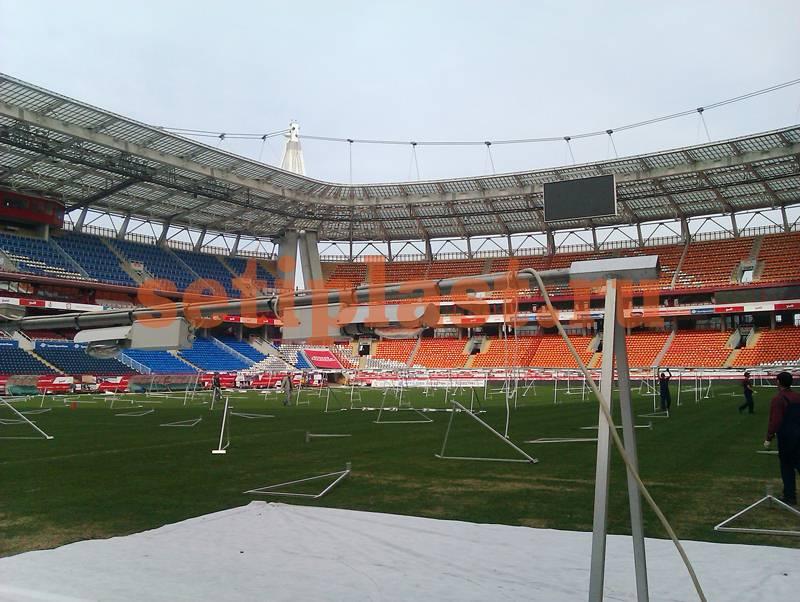 Поле стадиона Локомотив