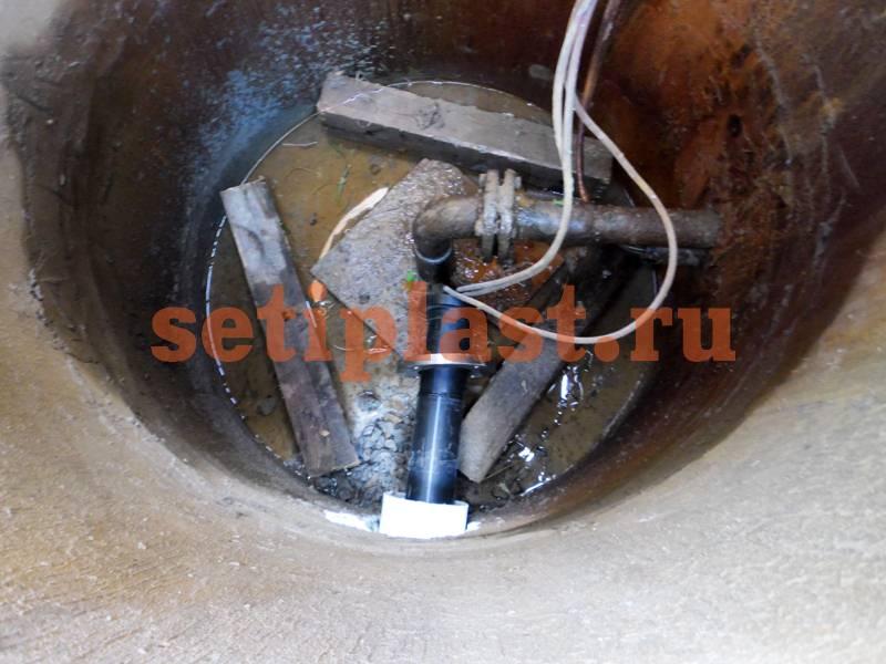 Втулка и фланец в колодце со скважиной